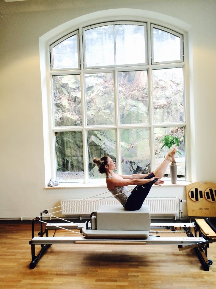 HAnna Lindblad tränar på pilates complete